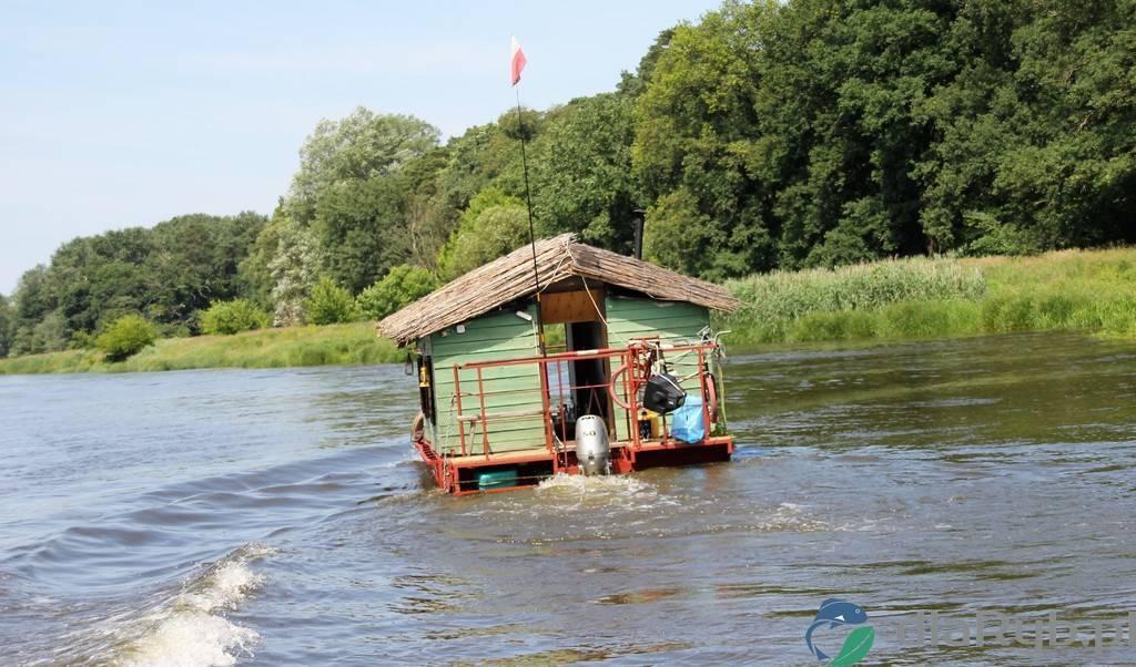 Pływający dom na rzece Warta