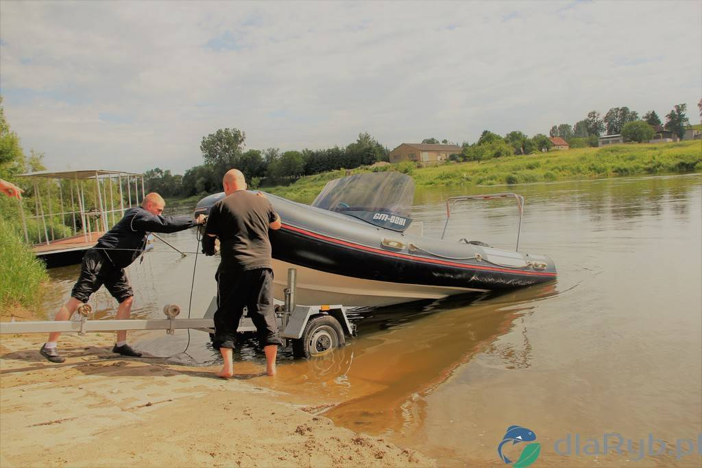Slipowanie RIBa na rzece